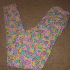 Valentine's Day lularoe OS conv hearts leggings